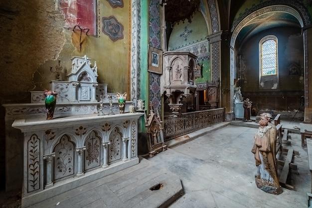 Interior de uma igreja velha