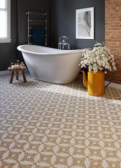 Interior de uma moderna casa de banho com paredes pretas e chão em mosaico. renderização 3d