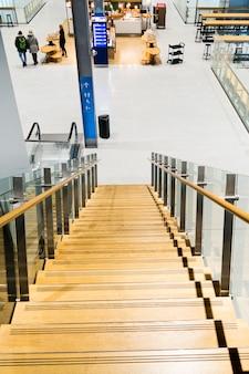 Interior do aeroporto de vanta