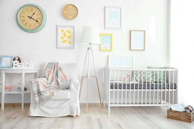 Interior do moderno quarto do bebê