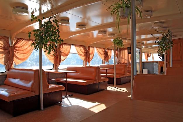 Interior do navio a motor