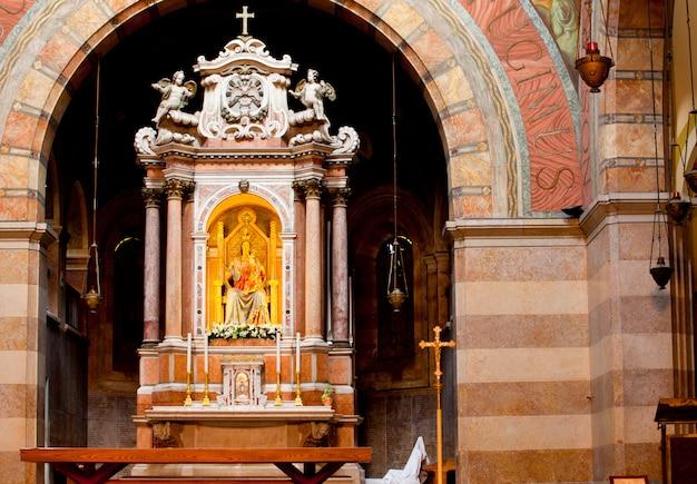 Interior do santuário mariano, barbano. grado