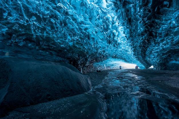 Interior e caverna de gelo na islândia