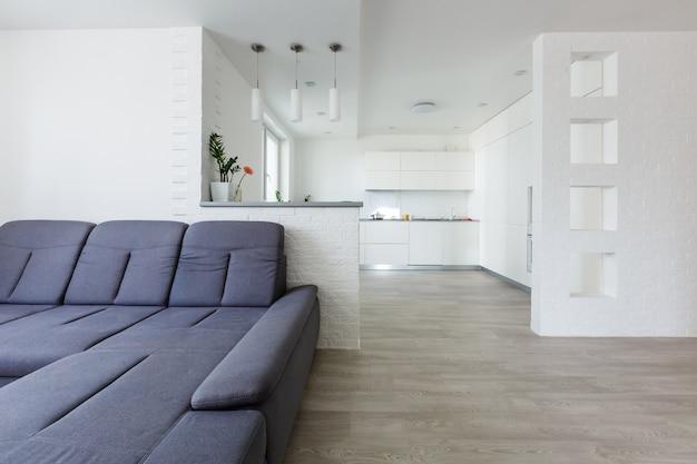 Interior elegante apartamento com cozinha moderna