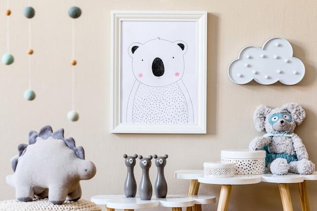Interior elegante de quarto infantil com moldura de foto e modelo de acessórios
