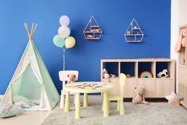Interior elegante de uma moderna sala de jogos no jardim de infância