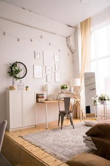 Interior escandinavo elegante de sala de estar com design. foto de alta qualidade