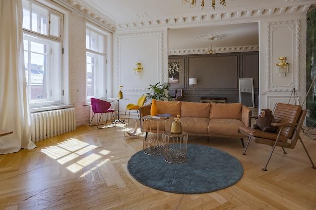 Interior luxuoso de um apartamento espaçoso em uma antiga casa histórica do século 19 com móveis modernos. o teto e as paredes altos são decorados com estuque