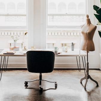 Interior mínimo do local de trabalho do designer de moda