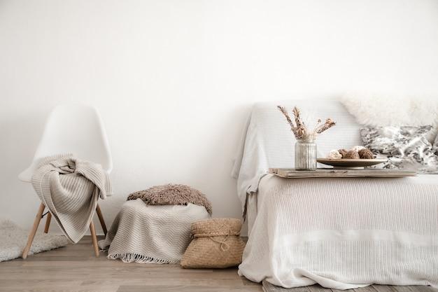 Interior moderno com itens para casa. aconchego e conforto em casa.