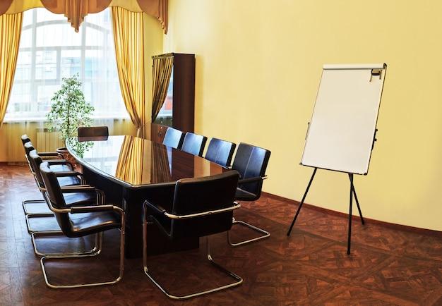 Interior moderno da sala de conferências