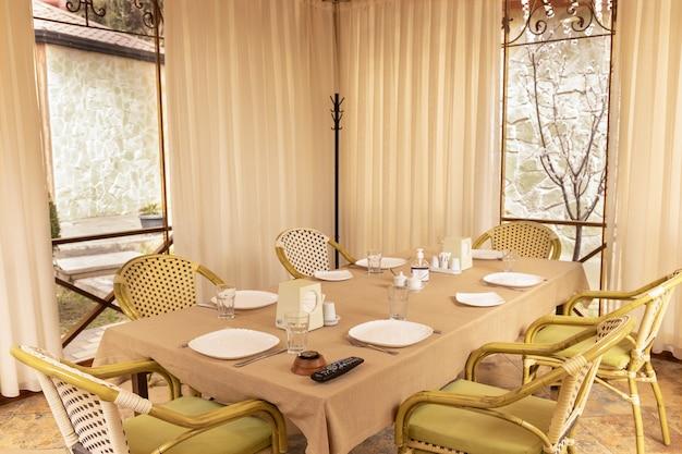 Interior moderno da sala de eventos de banquetes de restaurante