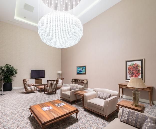 Interior moderno da sala de jantar