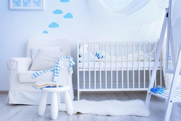 Interior moderno do quarto do bebê
