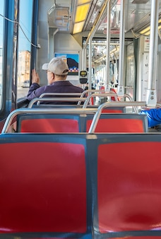 Interior moderno do trem metro
