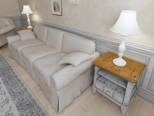 Interior provençal com sofá, móveis luxuosos e paredes texturizadas de gesso.