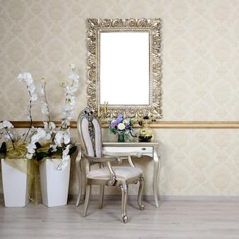 Interior retrô com uma cadeira e mesa, na qual é um telefone e um vaso de flores