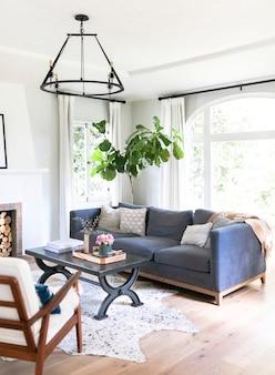Interior simples da sala de estar
