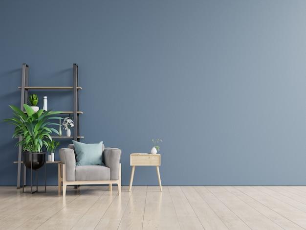 Interior tem uma poltrona na parede azul escura vazia