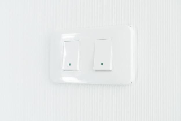 Interruptor de luz na parede