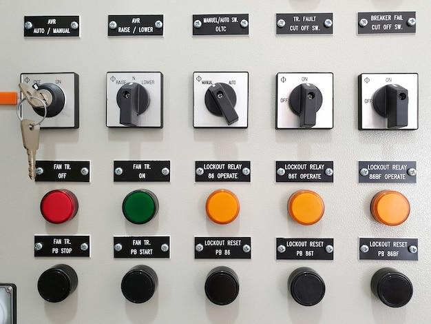 Interruptor seletor e botão de pressão redefinidos com o status da lâmpada para o painel de controle elétrico