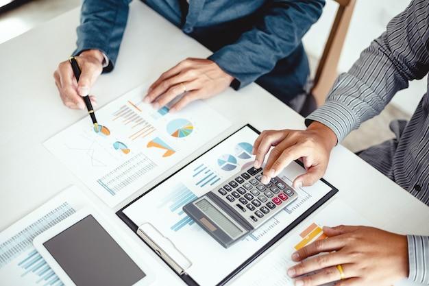 Investidor profissional business people meeting design ideas trabalhando em um novo projeto de inicialização. conceito. planejamento de negócios no escritório.