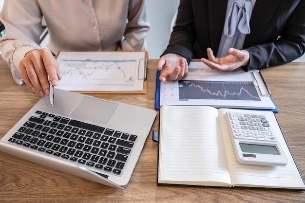 Investidora empresária em reunião