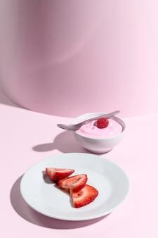 Iogurte com framboesa na tigela