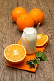 Iogurte com laranja