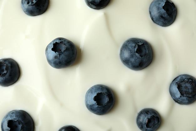 Iogurte de mirtilo em todo o fundo, close-up
