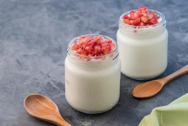 Iogurte natural com granadina