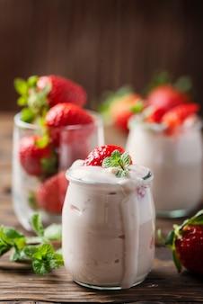 Iogurte saudável com stawberry