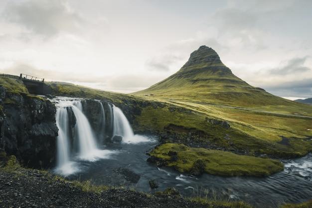 Islândia famosa montanha kirkjufell