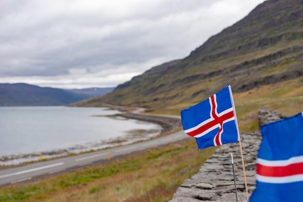 Islândia, na estrada, rochas, bandeira da islândia, montanhas, rochas.