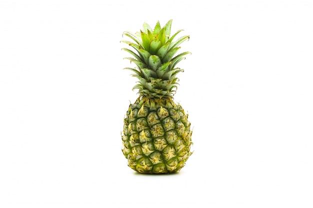 Isolado de frutas abacaxi fatiado