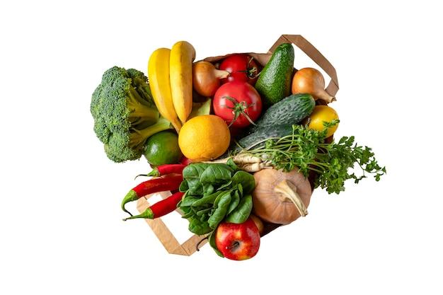 Isolado no mercado branco saco de papel com vegetais e frutas
