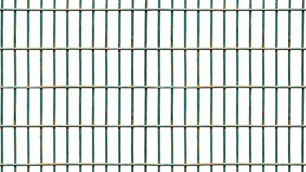Isolado quadrado da gaiola de ferro no branco.