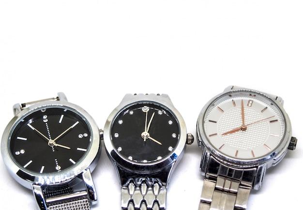 Isolado três relógios de pulso