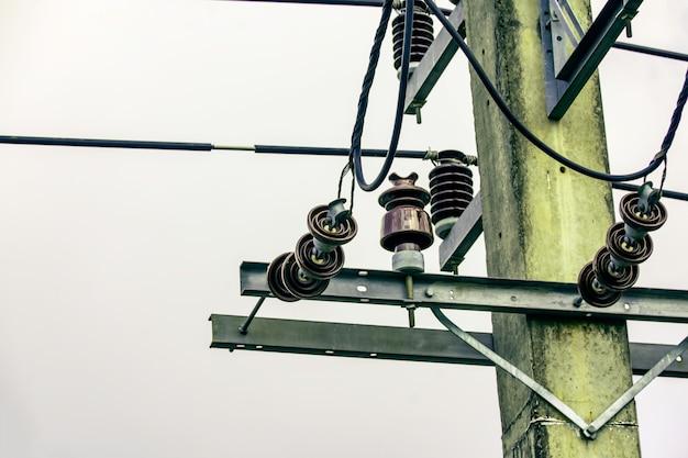 Isolador de eletricidade para proteger a falha de curto-circuito da linha de energia elétrica