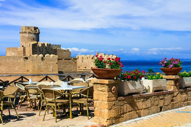 Itália, região da calábria, castelo aragonês medieval le castella. isola di capo rizzuto