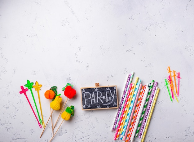 Itens coloridos para festa de verão