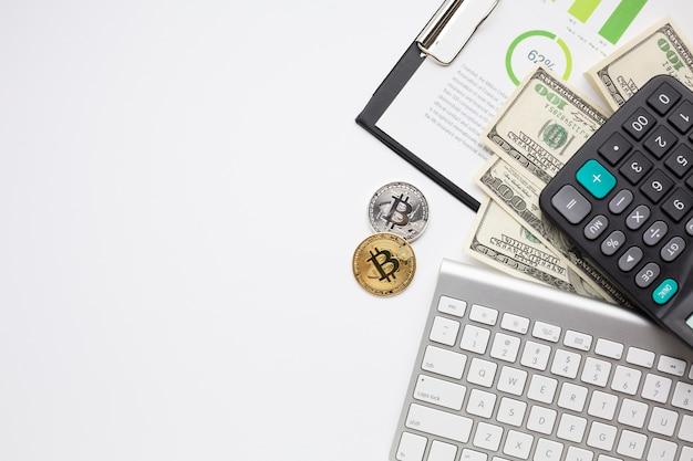 Itens financeiros com cópia-espaço