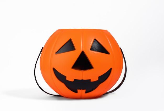 Jack o lantern cesta laranja ou balde para doces isolado