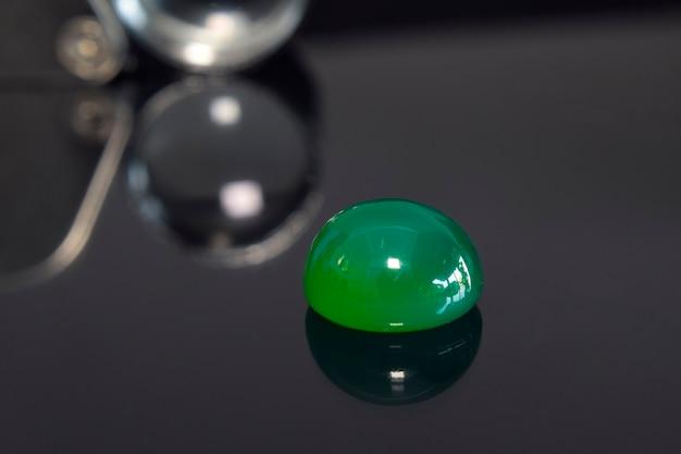 Jade real, cor verde cintilante natural