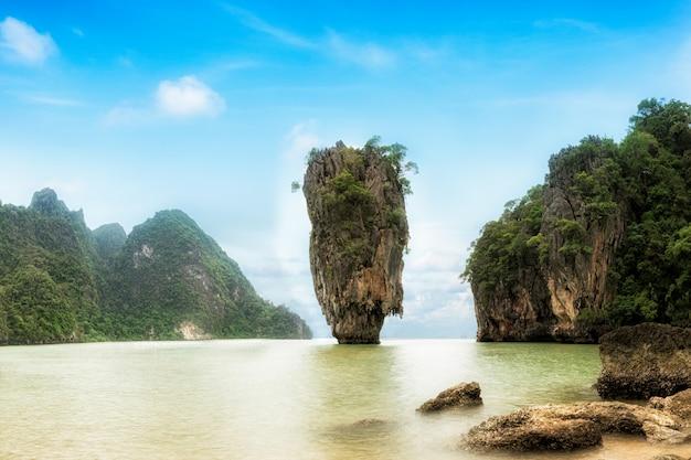 James bond island - marco famoso na baía de phang nga, perto de phuket, tailândia.