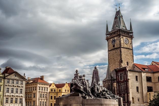 Jan hus munument na praça da cidade velha. praga, república tcheca