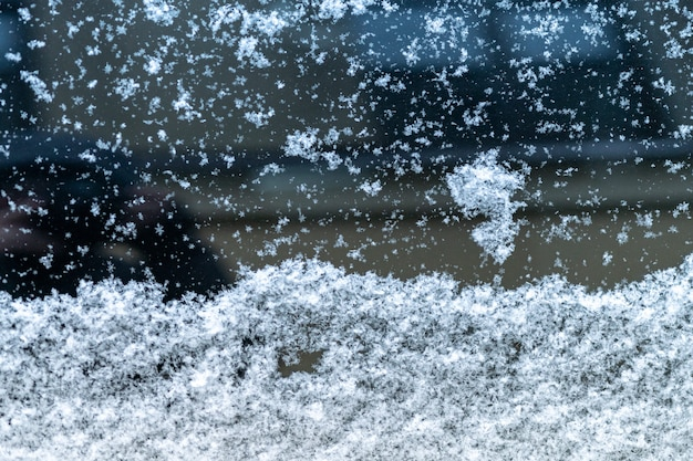 Janela de carro coberto de neve