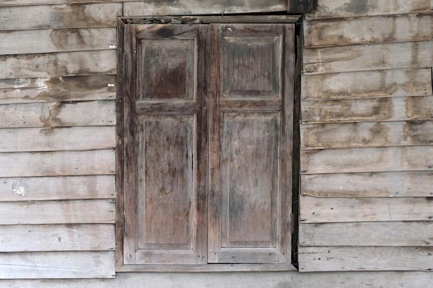 Janela de madeira velha. estilo tradicional de tailândia