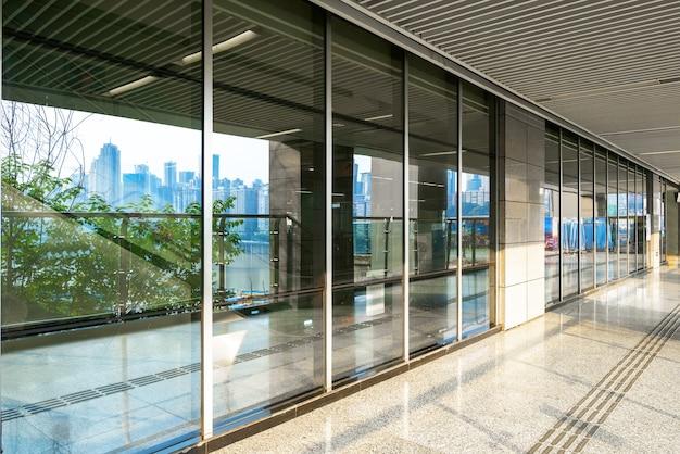 Janela de vidro da estação de metrô