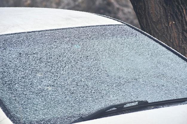 Janela do carro congelado.